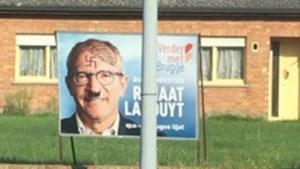 Brugs burgemeester Renaat Landuyt beklad met Hitlersnor en hakenkruisen