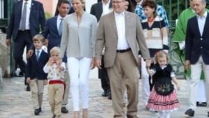 Prins Albert en prinses Charlene van Monaco tonen hun tweeling nog eens