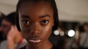Modeweek New York van start: Jeremy Scott toont felle kleuren en glitterlippen op de catwalk