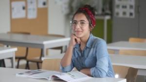 Op haar elfde gevlucht voor de bommen en nu de gelukkigste leerlinge van ons land