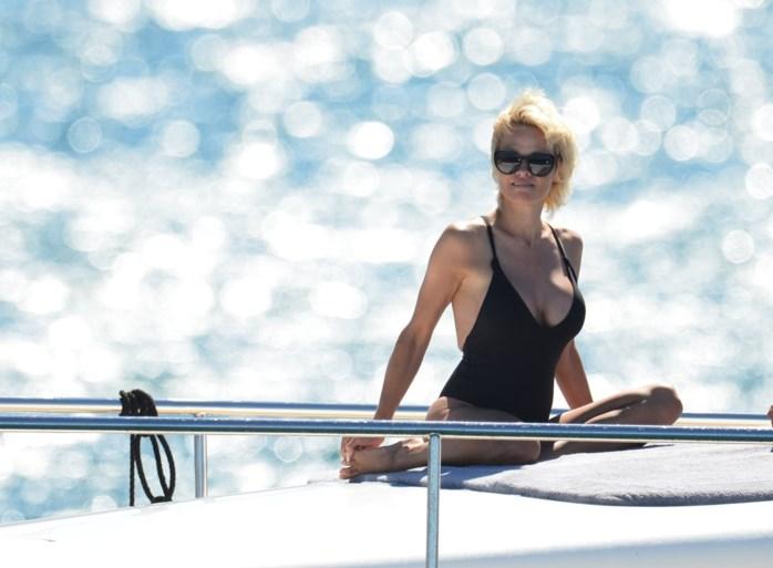 """Pamela Anderson heeft haar Marseille-verdediger een zeer pijnlijke """"rode kaart"""" gegeven"""