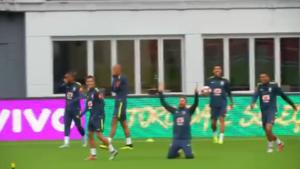 Neymar gaat volledig uit zijn dak na geweldige panna van Coutinho