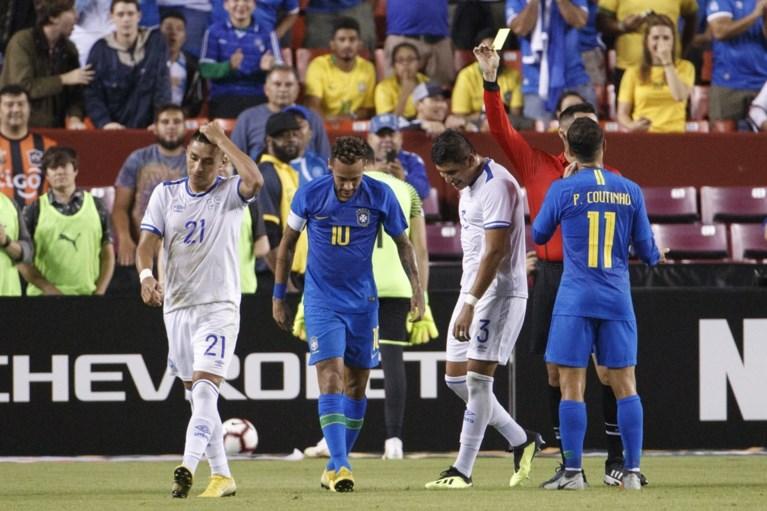 Het is gebeurd: geel voor Neymar na schwalbe in 5-0-zege van Brazilië, Andreas Pereira debuteert