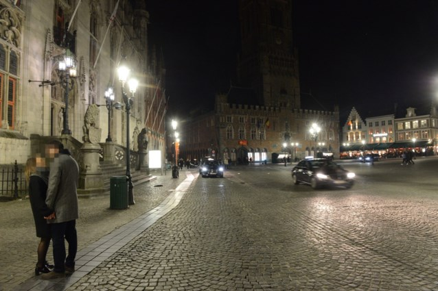 Taxichauffeur schiet collega in de nek in hartje Brugge terwijl toeristen op achterbank zitten