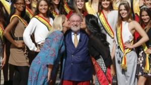 Spoedcursus politiek voor Miss België-kandidates, met kus voor Herman De Croo