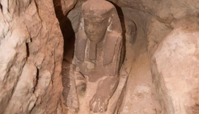 Archeologen vinden verzonken sfinx in Egyptische tempel