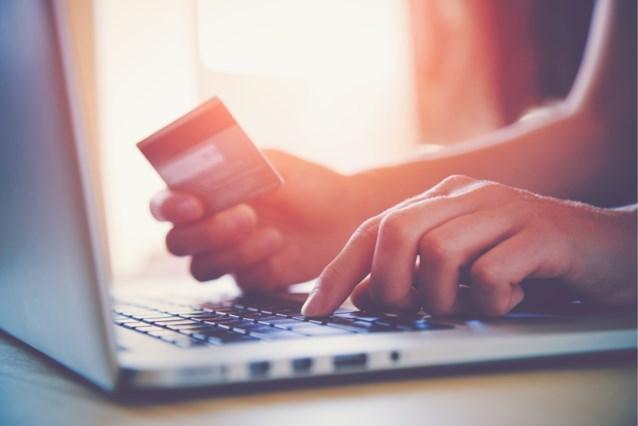 Van vreugde tot een schuldgevoel: dit gaat er door je heen als je online shopt