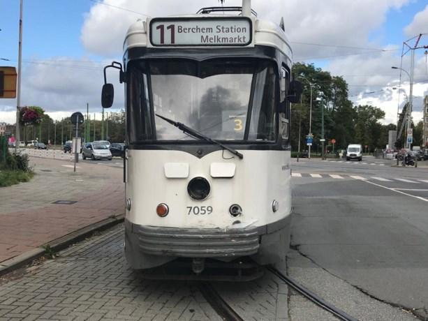 Tramverkeer even verhinderd door botsing tussen tram en wagen