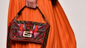 Fendi brengt 'allereerste it-bag' terug op de catwalk