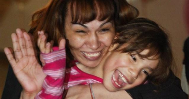 Mama vindt haar dochter terug, zes jaar nadat ze te horen kreeg dat het meisje omgekomen was in een brand