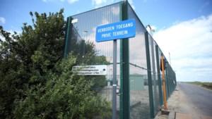 Servische toeriste met baby opgesloten in gesloten centrum: had te weinig geld bij