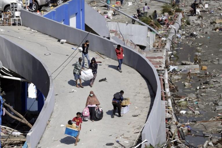 """""""Meer dan 1.200 doden"""" na aardbeving en tsunami in Sulawesi, overheid staat massale plunderingen toe"""