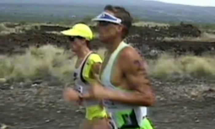 """Exact 30 jaar na """"The Iron War"""": het verhaal van het meest beklijvende duel ooit op de Ironman Hawaï"""