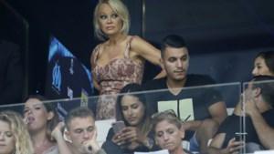 """Pamela Anderson en haar Franse voetballer zijn toch nog samen: """"Hij komt elke avond naar Parijs om bij mij te slapen"""""""