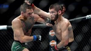 Chaos in de octagon: Khabib verslaat McGregor en ontketent massaal gevecht meteen na titelkamp