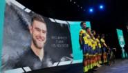 Emotioneel eerbetoon aan overleden Belgische profrenner Duquennoy voor start Ronde van Turkije