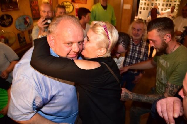 Als D'haeseleer de sjerp binnenhaalt in Ninove, is Vlaams Belang voor allereerste keer aan de macht