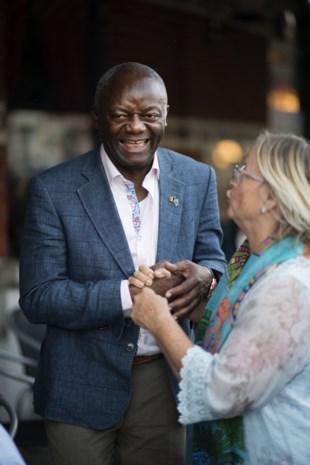 """Vader Kompany eerste zwarte burgemeester in België: """"Denk maar niet dat ik dit aan Vincent te danken heb"""""""