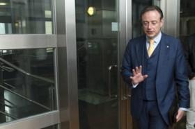 Eerste Vlaams Belang-burgemeester in Vlaanderen? Enkel mogelijk in coalitie met N-VA, Bart De Wever bekijkt intern