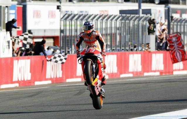 Marc Marquez kroont zich vijfde keer tot wereldkampioen in MotoGP, Siméon grijpt nét naast eerste punt