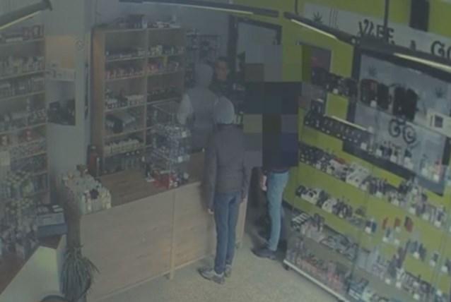 Overvallers komen op vraag van winkelier 's avonds terug omdat er dan meer geld in de kassa zit
