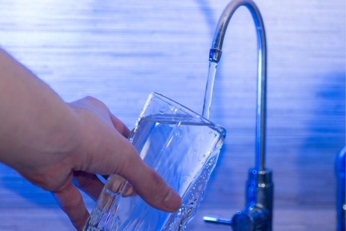 Ons kraantjeswater moet gezonder worden: wat zit er allemaal in? En hoe maak je het lekkerder?