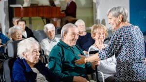 """Dit Vlaamse dementenkoor mag optreden in Vaticaanstad: """"In Rome denken ze dat we alle oudjes euthanaseren"""""""