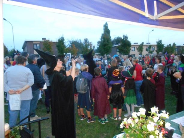 Honderden kinderen bewonderden de Midhalloween lichtjeswandeling in Laarne