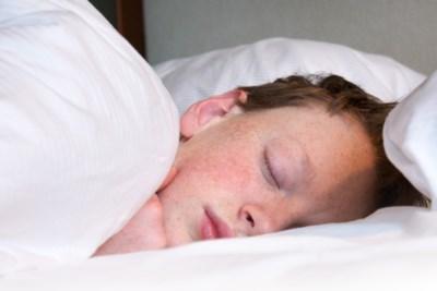 Hoeveel slaap heb je nodig? Hoe schadelijk zijn slaapmiddelen? En wat helpt écht?