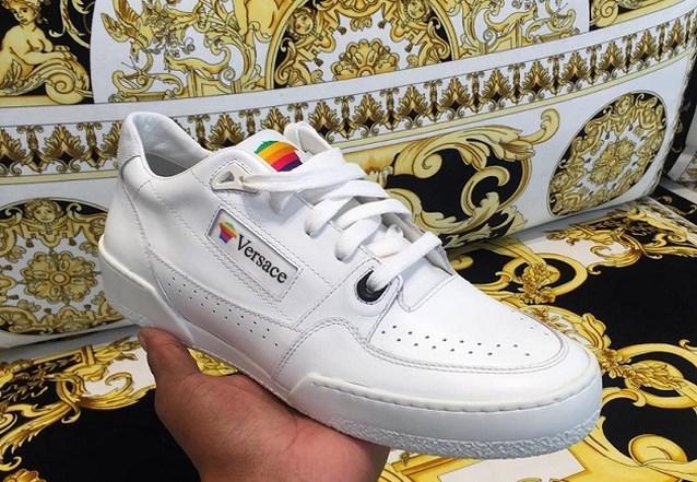 Brengt Versace de iconische sneakers van Apple terug?