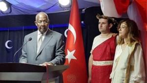 Turkije roept ambassadrice terug die als Helena van Troje op receptie verscheen