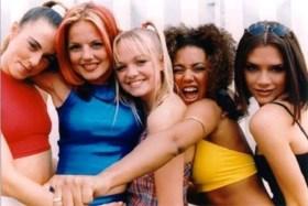 Spice Girls gaan na jaren officieel opnieuw op tournee (maar Victoria Beckham past)