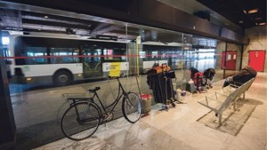 De Lijn gaat passagiers buiten Brusselse Noordstation laten wachten en opstappen
