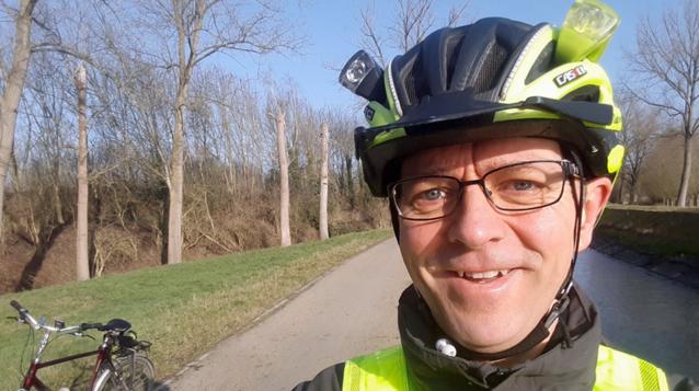 VIDEO. Weerman Frank Deboosere fietst in fluo door de Leiestreek