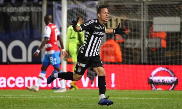 Slap Club Brugge gaat met de billen bloot bij Charleroi