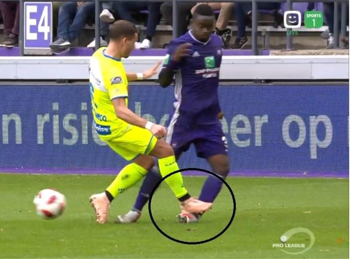 Verstraete krijgt rechtstreeks rood in topper tegen Anderlecht na ingrijpen van videoref