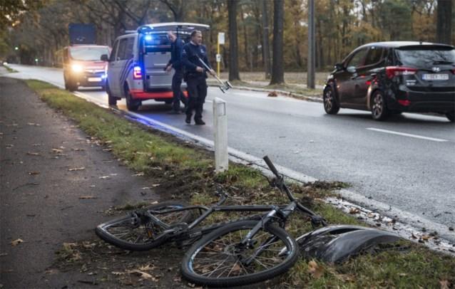 """Fietser kritiek na vluchtmisdrijf: """"Chauffeur inspecteerde zijn auto en reed weg"""""""