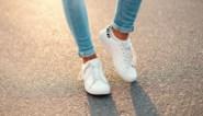 Waarom je toch maar beter sokken draagt in je sneakers