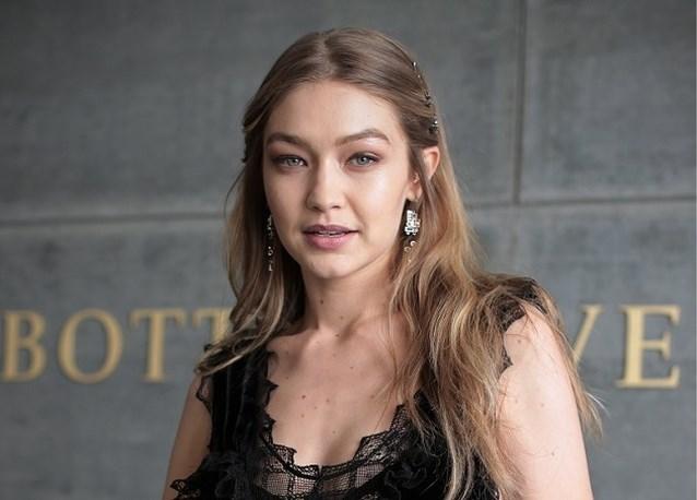 """Gigi Hadid over de druk in modeland: """"Het is niet omdat je perfect lijkt, dat je perfectie moet nastreven"""""""