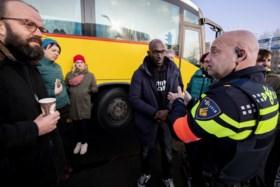 Pietendiscussie bereikt nieuw kookpunt: onrust bij meerdere Sint-intochten in Nederland, strafrechtelijk onderzoek opgestart