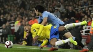 Het ultieme bewijs van hun rivaliteit? Cavani en Neymar krijgen het met elkaar aan de stok na overtreding
