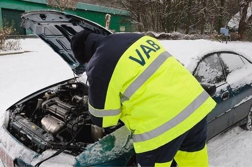 Van accu tot aangedampte ruiten: met deze tips bereid je je auto voor op de winterprik