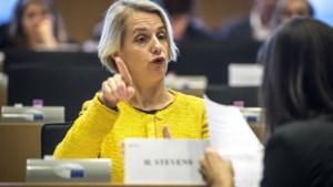 """""""Buitenlanders moeten al na één dag in België te hebben gewerkt, aanspraak kunnen maken op werkloosheidsvergoeding"""""""