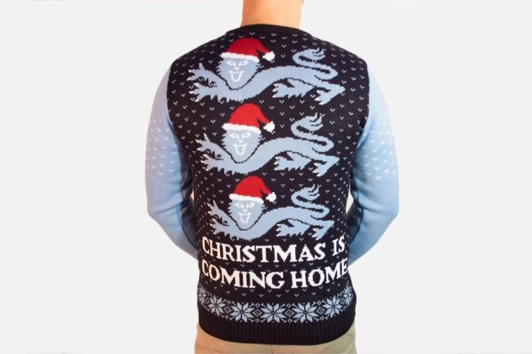 Kersttruien zijn in Engels voetbal steeds erg populair, maar deze keer overdrijven ze toch...