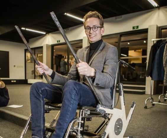 "Vlaamse student ontwikkelt rolstoel die trappen op en af kan: ""Ik laste dit prototype in elkaar in de garage"""