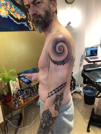 """Van Echelpoel tatoeëert Kris Wauters: """"Merci om me mijn goesting te laten doen"""""""