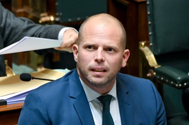 Theo Francken probeert ook uit programma Vlaams Belang inspiratie te halen (en geeft partij een pluim)