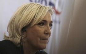 """""""Marine Le Pen mobiliseert extreemrechts om protesten te doen escaleren"""""""