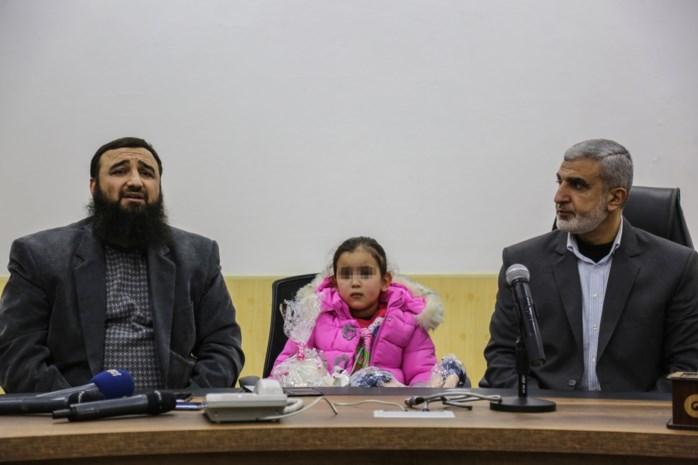 Eindelijk terug bij mama: 1,5 jaar na ontvoering door papa naar Syrië is Yasmine onderweg naar België