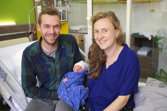 Bevallen met hulp van zelfstandige vroedvrouw kan nu ook in ziekenhuis